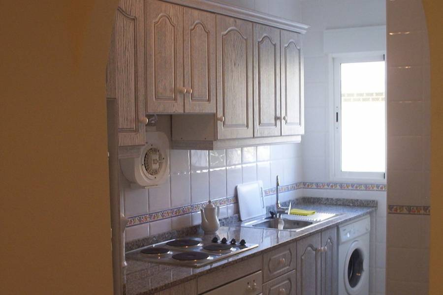Torrevieja-re-sale-apartment-kitchen