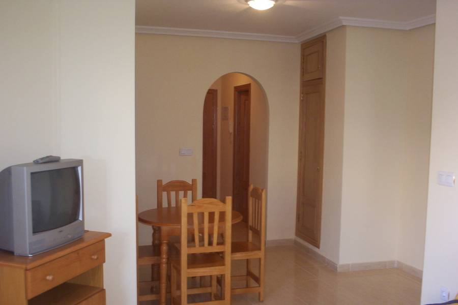 Torrevieja-re-sale-apartment-dining-area